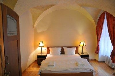silvia apartment bedroom